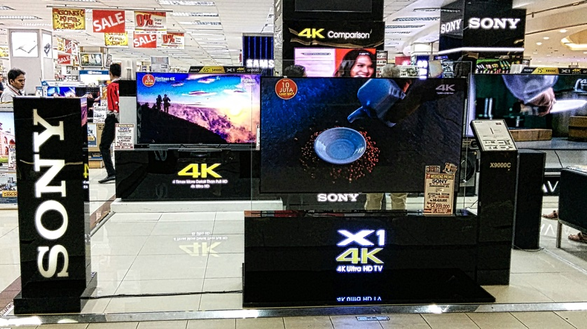 4K UHD Store Display